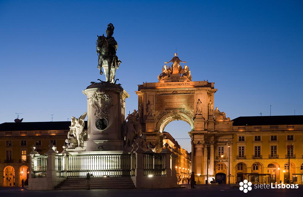"""Imagen de la praça do Comércio realizada por el fotógrafo Nuno Cardal, publicada en su libro """"Lisboa Iluminada"""", cedida a sieteLisboas."""