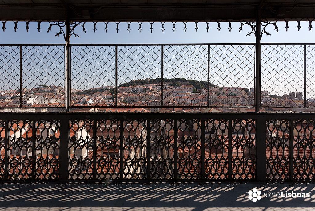 Imagen del castillo de São Jorge tomada desde el Elevador de Santa Justa, por el fotógrafo Diego Opazo y cedida a sieteLisboas.