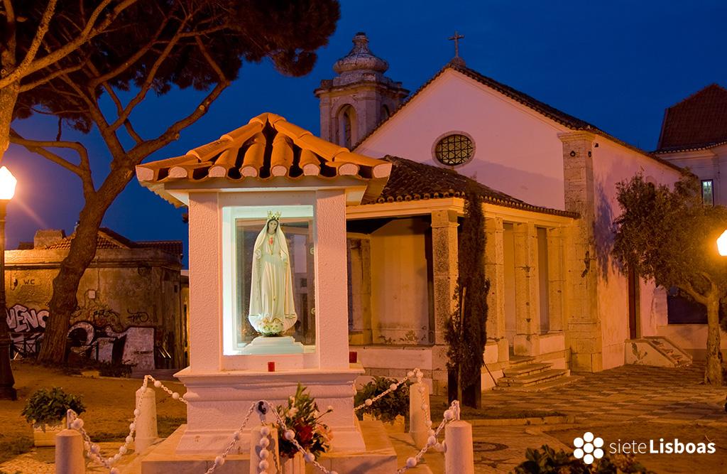 """Imagen de la capilla de Nossa Senhora do Monte realizada por Nuno Cardal, publicada en su libro """"Lisboa Iluminada"""", y cedida a sieteLisboas."""