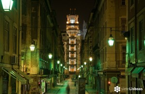 """Imagen del Elevador de Santa Justa realizada por Nuno Cardal, publicada en su libro """"Lisboa Iluminada"""" y cedida a sieteLisboas."""