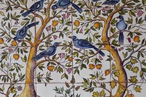 La pintura sobre azulejo cautiva