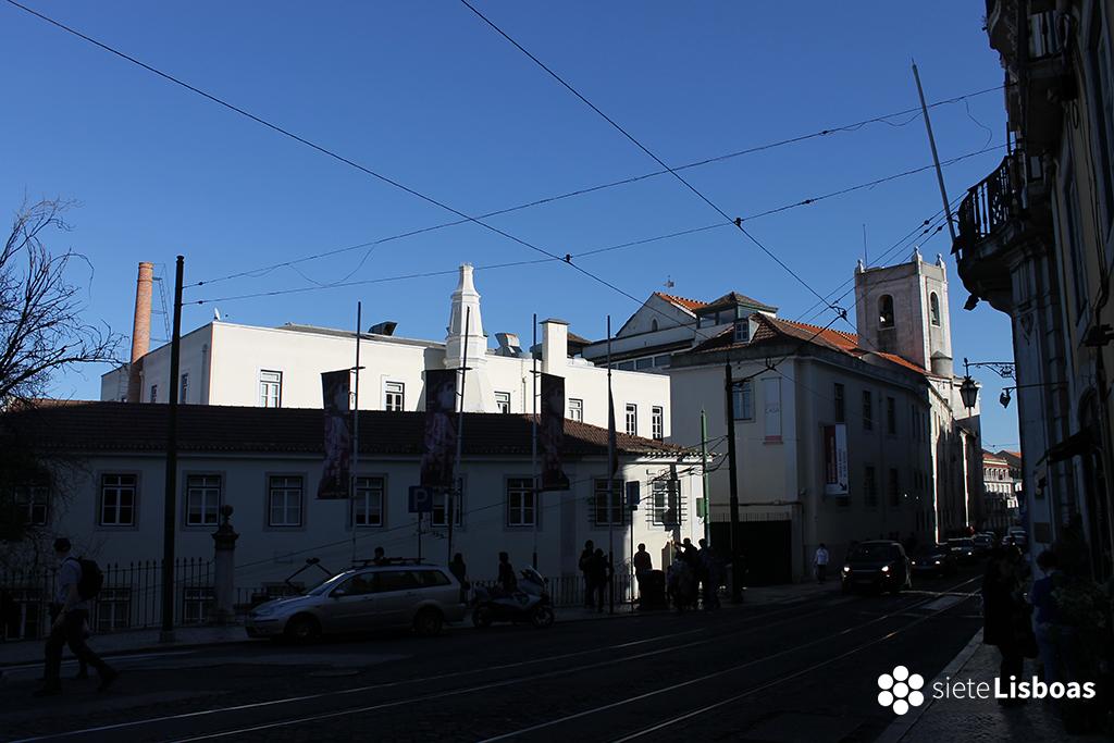Fotografía de la 'Igreja de São Roque', tomada desde la 'Rua São Pedro de Alcântara' por sieteLisboas.