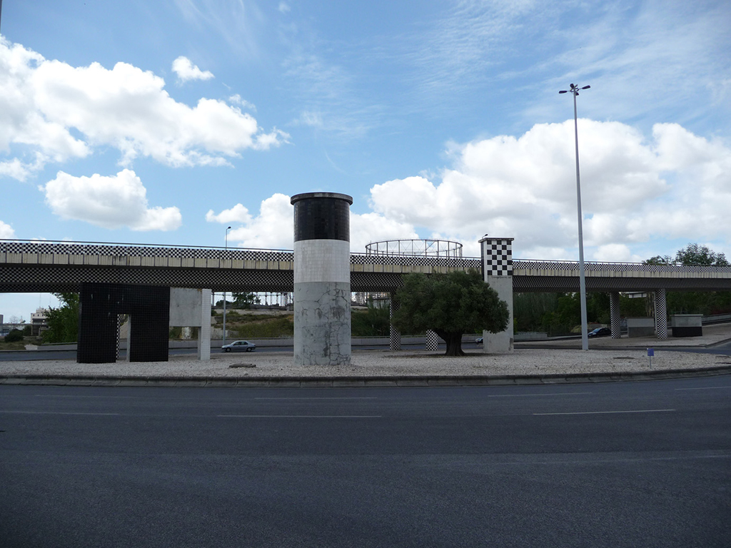Imagen de la intervención de Pedro Cabrita Reis. Viaducto, 'Parque das Nações'. Fotografía de Ana Almeida, cedida por la Rede Temática a sieteLisboas.
