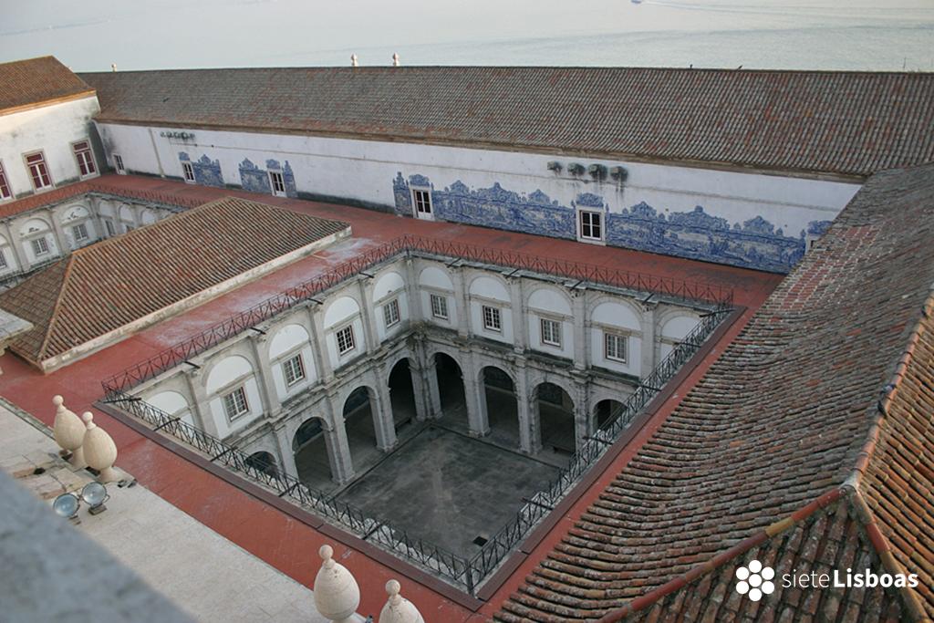Imagen del Monasterio de 'São Vicente de Fora', tomada por el fotógrafo Nuno Cardal, publicada en su libro 'Lisboa Iluminada' y cedida a sieteLisboas.