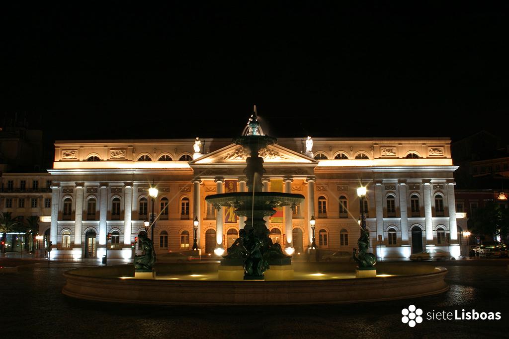 Imagen del 'Teatro Nacional D. Maria II', tomada por el fotógrafo Nuno Cardal, publicada en su libro 'Lisboa Iluminada' y cedida a sieteLisboas.