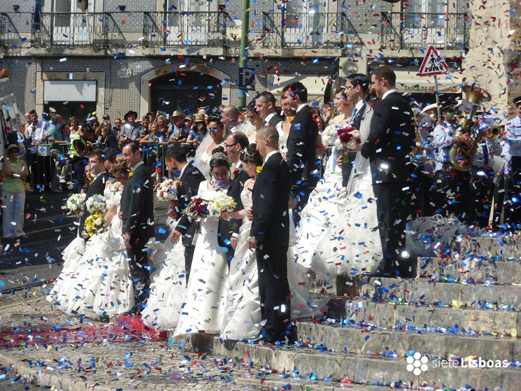 Fotografía de los 'Casamentos de Santo António' de 2014, tomada por sieteLisboas a la salida de la ceremonia.