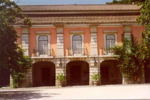 Museo Nacional del Traje (<em>Museu Nacional do Traje</em>)