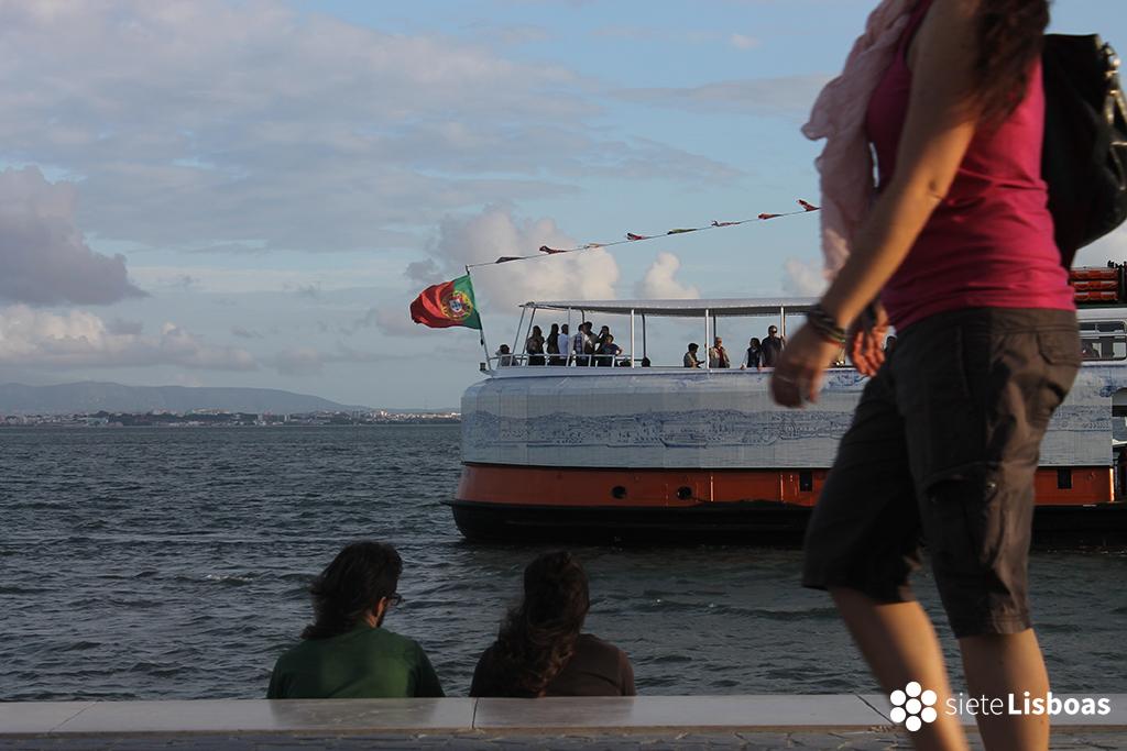 Imagen del paso de un 'cacilheiro' tomada por sieteLisboas.