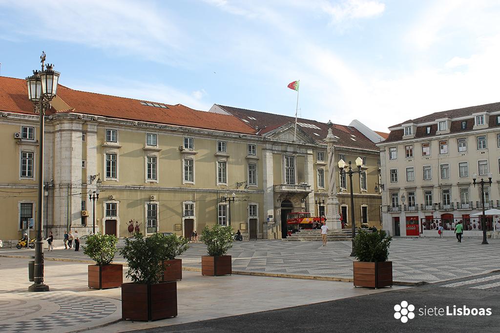 Fotografía del edificio del antiguo 'Arsenal da Marinha' tomada por sieteLisboas, desde la 'Praça do Município'.