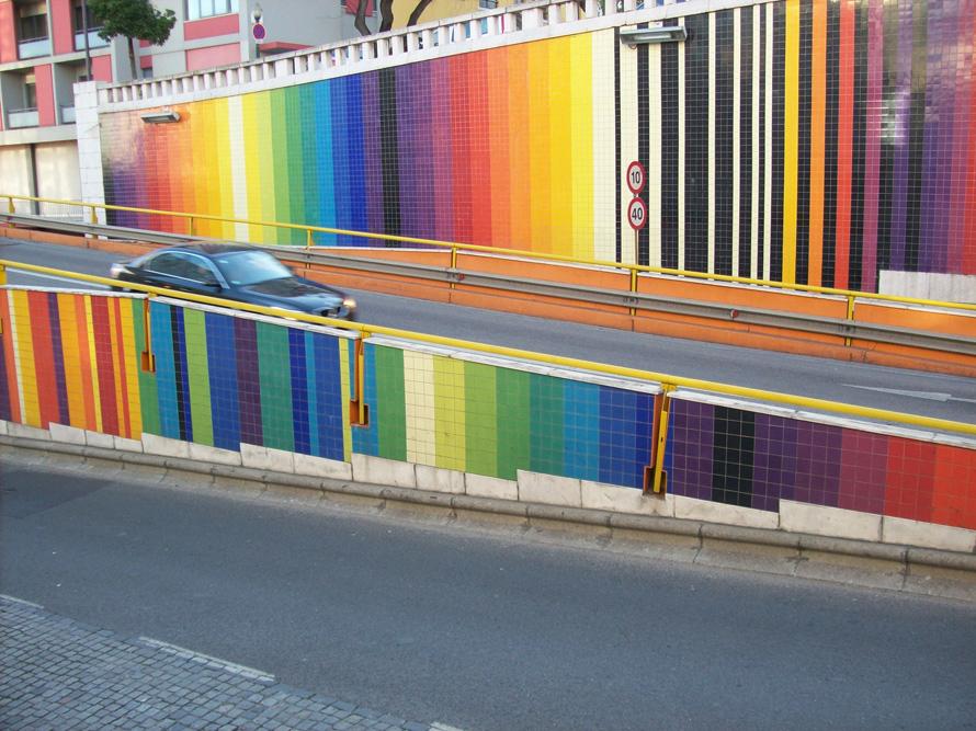 Fotografía de los azulejos del Viaducto de la 'Avenida Infante Santo' (obra de Eduardo Nery), tomada por Ana Almeida y cedida a sieteLisboas.