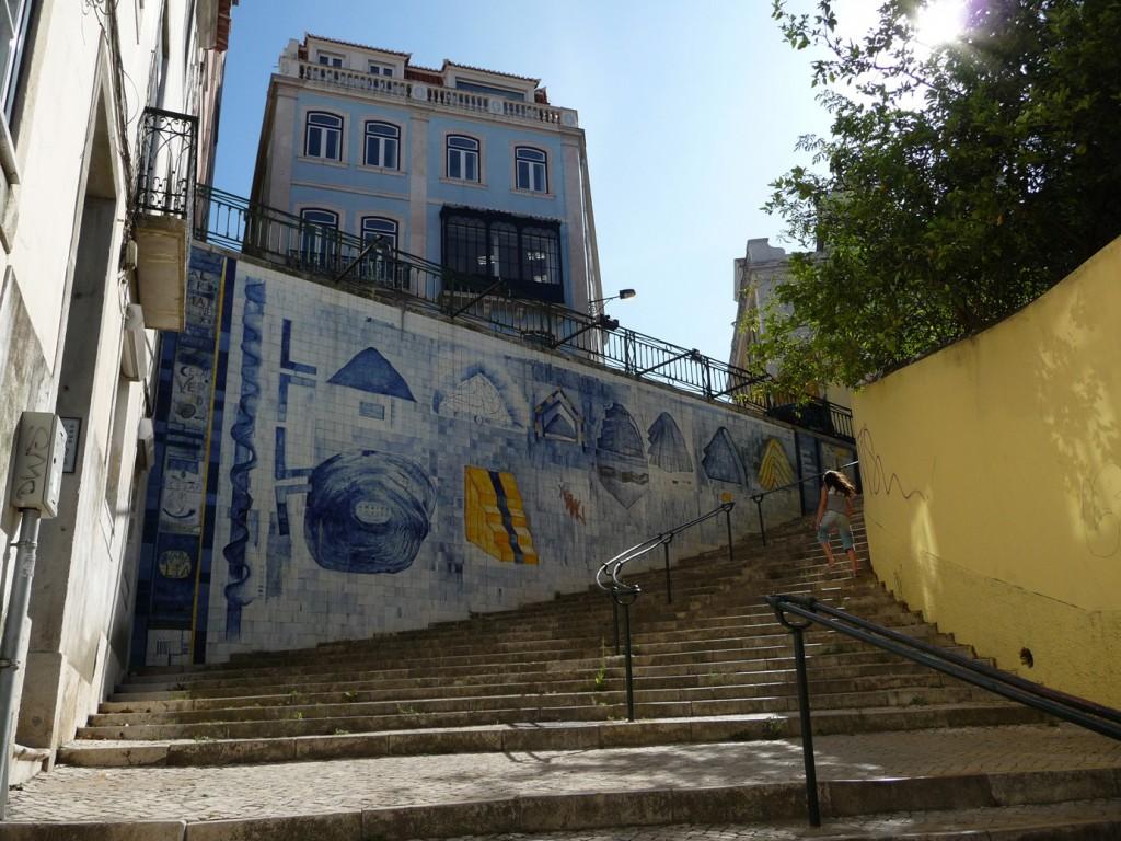 Fotografía del panel de azulejos 'Sétima Colina' (obra de Luis Camacho), tomada por Ana Almeida y cedida a sieteLisboas.