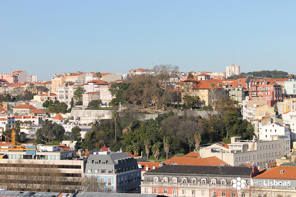 Fotografía del 'Jardim do Torel' tomada por sieteLisboas. En la calle de una de las entradas a este mirador se encuentra uno de los centros de la 'Junta da Freguesia'.